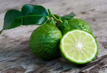 Tra la frutta venduta da Eden della Frutta c'è il Bergamotto