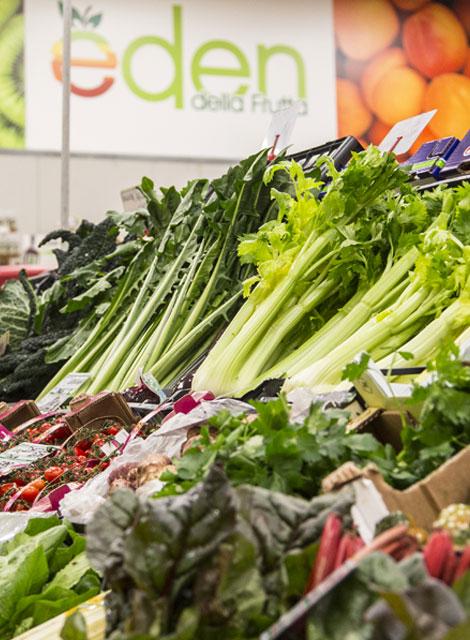 La verdura di stagione nel punto vendita a Verbania