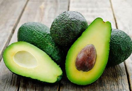 Vendita all'ingrosso di frutti tropicali: l'avocado.